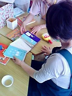 図書ボランティアが吉川小学校訪問