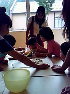 母親クラブ「ピザつくり&ユカタの着付け」教室開催