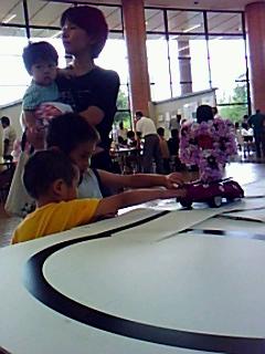 鯖江ロータリークラブ子どもたちに「実験博士による科学体験」