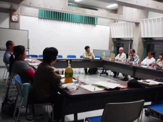 矢ヶ崎氏とさばえの里山の生物多様性と森づくりを話し合う