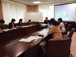 福井県女性議員の会県議会棟会議室で地域主権改革・財政研修