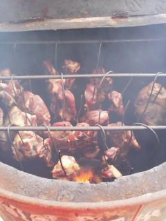 イノシシ肉の燻煙です