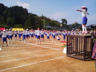 河和田小学校体育大会始まりました。「かわだっ子体操」!大会テーマ「4色の星 一つひとつまぶしく輝け」